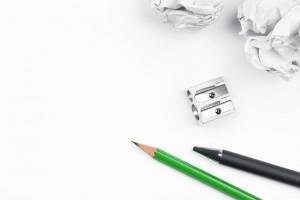 Papier und grüner Stift